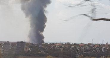 На Скиносах произошел пожар: клубы дыма видны за несколько километров.