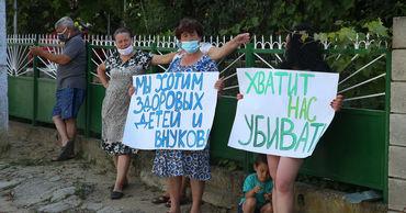 Участники акции начали скандировать «Убрать антенну!».