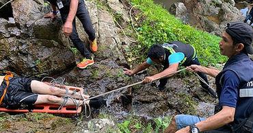 Житель Франции упал с 80-метровго водопада в Таиланде и разбился насмерть, когда делал селфи.