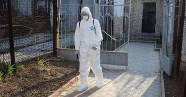 ПРООН обеспечила сотрудников тюрем и судмедэкспертов защитными костюмами.