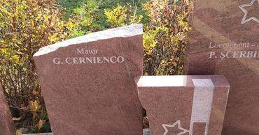 """Посольство РФ просит расследовать акт вандализма на мемориале """"Вечность""""."""