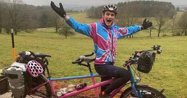 Больной раком британец, путешествующий по миру на велосипеде, посетил Молдову.