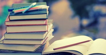 Скандал из-за изъятия 70 тысяч учебников из школ набирает обороты.