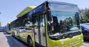 В столицу прибыли первые автобусы из 58 единиц, приобретённых властями.
