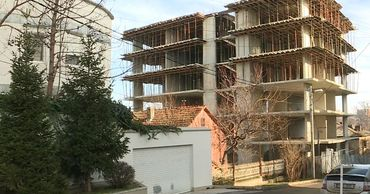 Жители одного из столичных районов подали иск на строительную фирму.