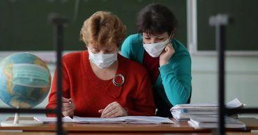 Правительство дискриминирует педагогов в борьбе с COVID-19.