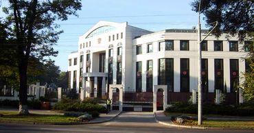 Посольство России с 8 июня возобновляет деятельность по предоставлению консульских услуг.