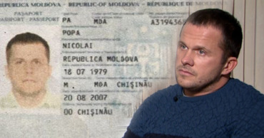 В Чехии показали молдавский паспорт разведчика ГРУ Петрова. Коллаж: Point.md.