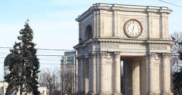Триумфальная арка в центре Кишинева рушится на глазах.