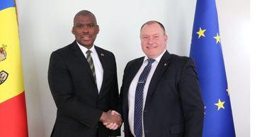 Глава МИДЕИ провел встречу с послом США в Молдове.