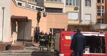 Стали известны подробности гибели годовалого малыша после падения из окна квартиры на девятом этаже.
