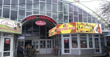 В Бельцах воры массово вскрывают на рынках контейнеры с товарами