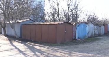 В столице демонтируют незаконно установленные гаражи