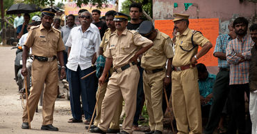 Индийские полицейские застрелили четырех насильников после того, как вывезли ихнаследственный эксперимент.