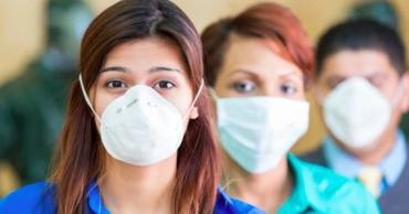 Во Франции ношение масок в общественных местах станет обязательным.