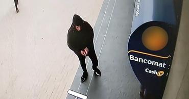В Комрате из банкомата украли деньги.