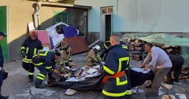 Пожарные демонтируют части здания филармонии, которые могут обрушиться.