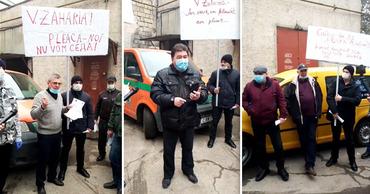 """В Бельцах работники """"Posta Moldovei"""" вышли на протест. Фото: Point.md."""