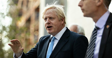 Консервативная партия Джонсона получила большинство в парламенте по итогам выборов в Британии.