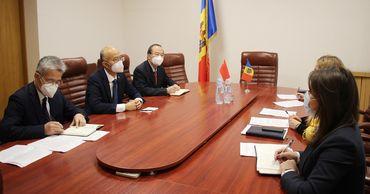 Госсекретарь минэкономики и посол Китая обсудили ситуацию с торговлей. Фото: mei.gov.md.