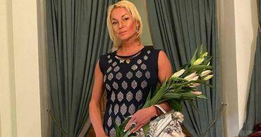 Волочкова рухнула во время фотосессии в роскошном платье.