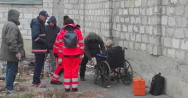 На Рышкановке нашли мертвого мужчину в инвалидной коляске.