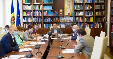 Парламент намерен внести поправки, мотивирующие работу повышенного риска. Фото: parlament.md.