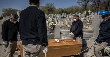 Правительство Испании объявит в стране 10-дневный национальный траур по жертвам пандемии коронавируса.