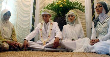 В Индонезии предлагают бороться с бедностью замужеством.