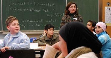 """В Германии в школах начали вводить """"урок ислама""""."""