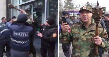 Протестующий, разбивший дверь правительства: За что мне платить штраф?