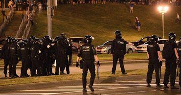 В Бресте силовики открыли огонь на поражение по протестующим.