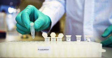 В США для клинических испытаний одобрены четыре вакцины от COVID-19.