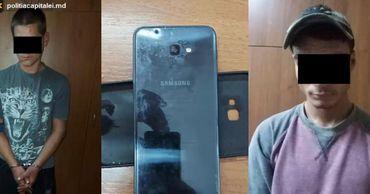 В столице задержали двоих рецидивистов, отнявших у прохожего телефон. Фото: politia.md.