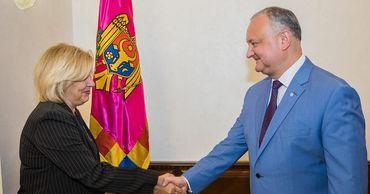 Додона пригласили посетить с визитом Кубу.