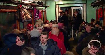 Сотни людей возмущены вероятностью приостановки внутренних перевозок.