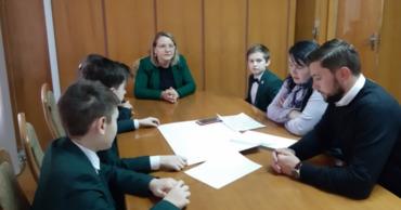 Группа учеников представила идеи и инициативы по развитию парков в Кишиневе.