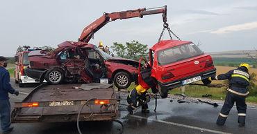 У северного въезда в Гагаузию около 19:00 столкнулись два встречных автомобиля.