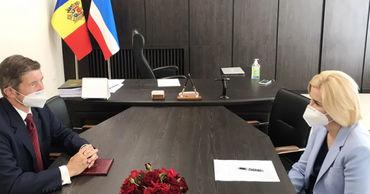 Башкан провела рабочую встречу с новым послом Великобритании в Молдове. Фото: gagauzinfo.md.