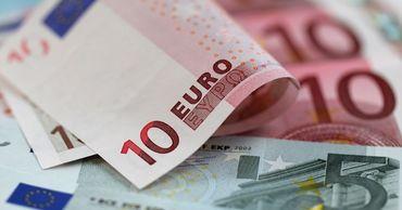 Курс евро продолжает снижаться.