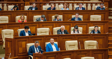 """PAS и PPDA недовольны бездействием парламента: """"Это стратегия Додона""""."""