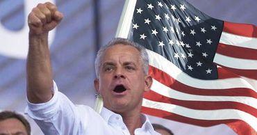 США нужен управляемый и активный Плахотнюк, а не олигарх на пляжах Майами, считает политолог.