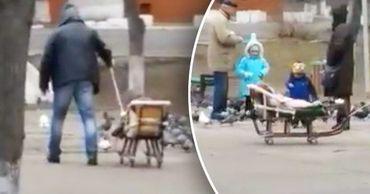 Мужчина нашел решение для зимы без снега и приделал к санкам колеса. Коллаж: Stiri.md