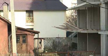 Заседание суда по делу о строительстве дома на Кока перенесли на неделю.