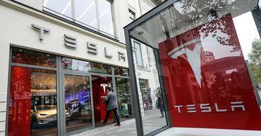 Tesla отложила выход спорткара из-за коронавируса.