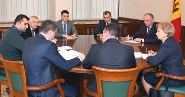 Додон провел совещание по социально-экономическим и политическим вопросам.