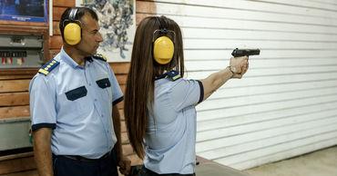 Молдавские таможенники прошли курс по владению огнестрельным оружием.