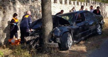 В Оргееве BMW врезался в дерево, четверо молодых людей госпитализированы.