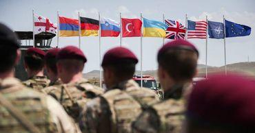 Генсек НАТО призвал союзников помочь Украине и Грузии.