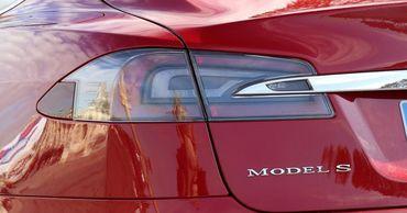 Tesla рассказала, как часто загораются её электромобили.